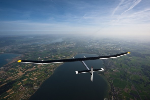 solar-powered-plane-1